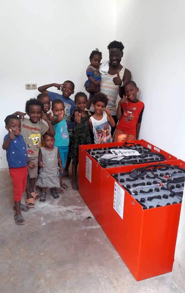 Solarbatterien für eine Krankenstation in Kenia